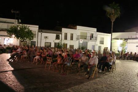 pablo: La Nava de Santiago, Spain 25072008 - Concert of the spanish singer-songwriter Pablo Guerrero. Rural audience on square Editorial