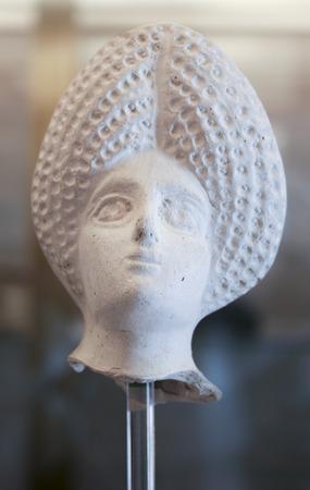 domination: ornamento de la mujer con cabeza de hueso de la dominaci�n romana, Espa�a