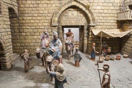 portal de belen: Badajoz, España - 4 de enero de 2013: Tres Reyes Magos han llegado a Belén. Diorama construido por la Asociación local de Amigos de cunas, Badajoz, 2013