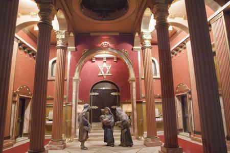 portal de belen: Badajoz, Espa�a - 3 de enero de 2013: Presentaci�n de Jes�s en el templo. Diorama construido por la Asociaci�n local de Amigos de cunas, Badajoz, 2013.