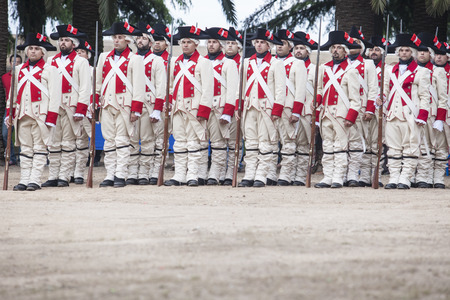 badajoz: Badajoz, Spain - May 25, 2016: spanish troops during the Armed forces day. 16th Infantry Regiment Castilla period dressed Editorial