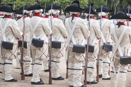 castille: Badajoz, Spain - May 25, 2016: spanish troops during the Armed forces day. 16th Infantry Regiment Castilla period dressed Editorial