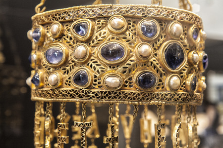 votive: Guarrazar crown. Votive crown of Recesvinto, 653-672, Made with goldgems and pearls, Spanish Visigothic art Editorial