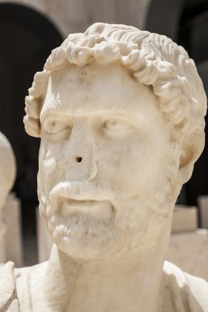 kingly: Anciant Roman bust of Hadrian with no nose. Publius Aelius Hadrianus Augustus