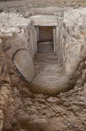 Archeological site of Huerta Montero,Calcholitic Tholos Type Dolmen, Almendralejo, Spain. Main entrance with entry slab Imagens