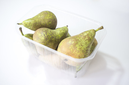 Conference pears on their plastic package. Uncovered Imagens - 109800402