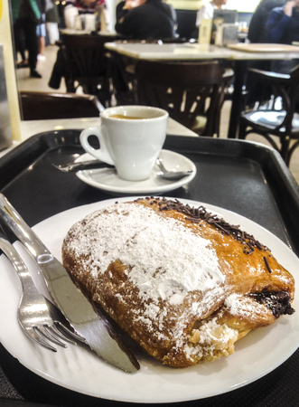 Having pain au chocolat or napolitana at Coffee Shop. Cake with plate, tray, coffee cup and cutlery. Selective focus Banque d'images - 121654150