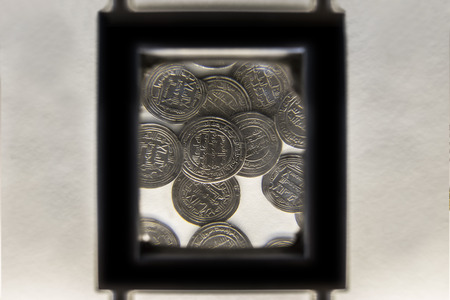 Cordoba, Spain - Dec 7th, 2018: Adjustable magnifying glass for coins collections at Cordoba Archaelogical Museum, Spain Redactioneel