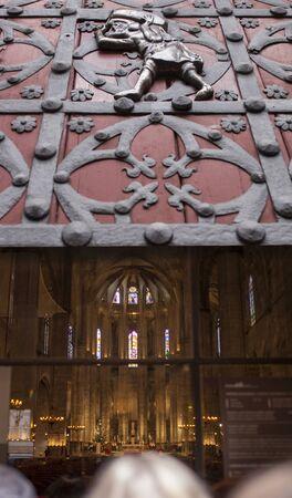 Doors of Santa Maria del Mar main entrance with stone porters or bastaixos represented. Barcelona, Spain Reklamní fotografie