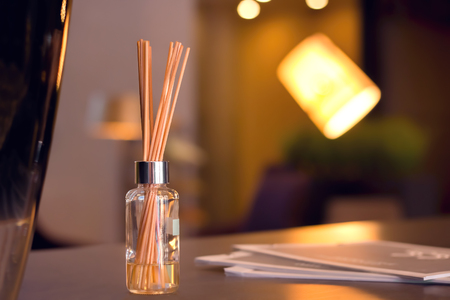 Reed Diffuser In High End Luxury Room Stockfoto