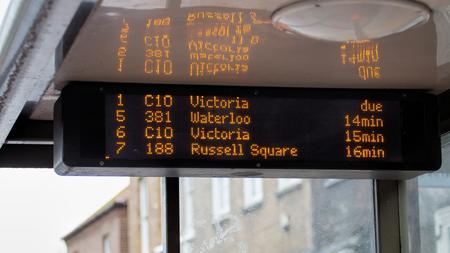 Elektronische tijdsschema van de bushaltes. TFL Londen