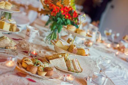 Service de thé de l'après-midi. Luxe d'anglais traditionnel Banque d'images - 72191484