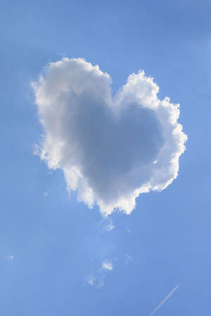 doğal olarak: Naturally heart shaped cloud in a blue spring afternoon sky.