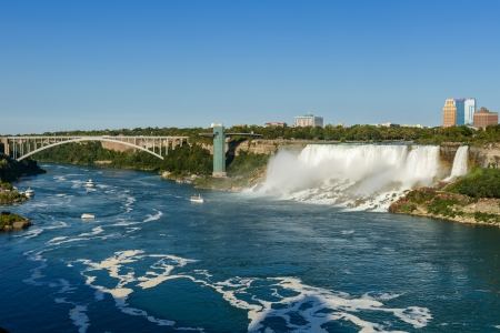 niagara falls city: Cascate del Niagara New York And The American Falls Visto Da Ontario, Canada