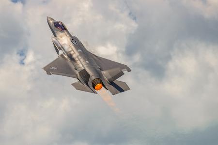 航空ショー: NEW WINDSOR, NY - JULY 2, 2017: The Lockheed Martin F-35 Lightning II from Stewart International Airport during the New York Airshow.