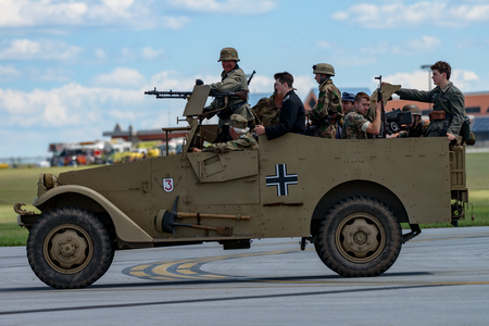 READING, PA - JUNE 3, 2017: World War II reenactment of a battle between American infantryman and German soldiers at Mid-Atlantic Air Museum World War II Weekend and Reenactment Редакционное