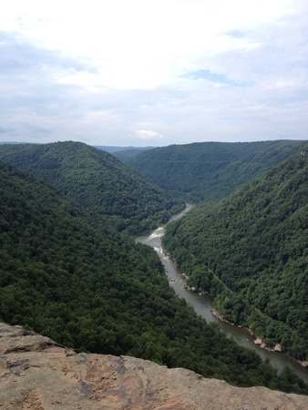 west river: Cliff overlooking New River Gorge West Virginia Stock Photo