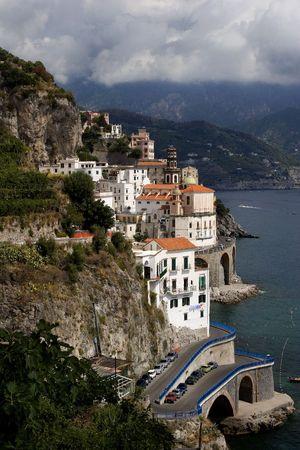 海岸線に沿ってアトラーニ イタリア観