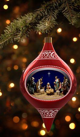 glass ornament: Christmas ornament featuiring a diorama of the nativity