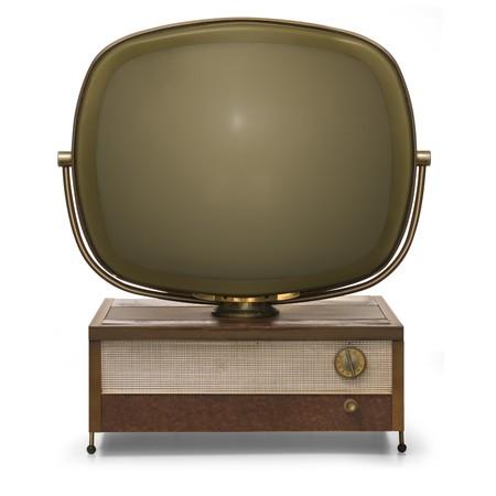 Retro TV gemodelleerd na de Philco Predicta geïsoleerd op een witte achtergrond