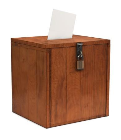 voting box: Una busta andando nella fessura di una casella di scrutinio