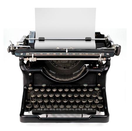 typewriter: antigua m�quina envejecido, vintage aislado en fondo blanco con una hoja en blanco de papel insertado  Foto de archivo