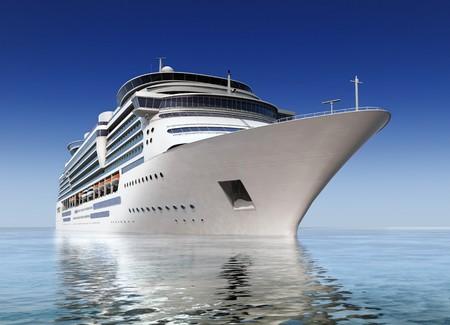 luxe witte cruiseschip schot op hoek water niveau op een heldere dag met kalme zee en de blauwe hemel