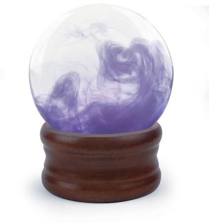 bola de cristal: Bola de cristal sobre fondo blanco con nube p�rpura