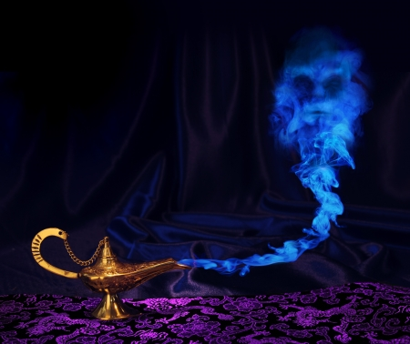 maagic Aladdin genie lamp with genie arising from blue smoke Imagens