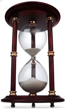 chronology: vidrio de hora sobre blanco