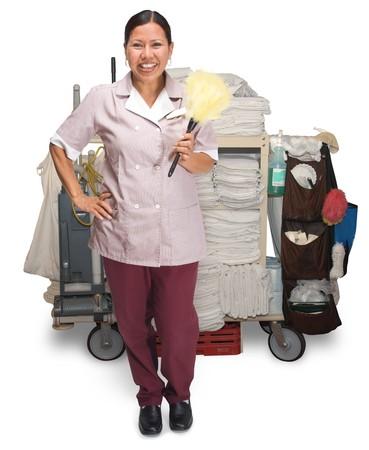 orden y limpieza: Mucama hotel femenina con mantenimiento carro aislado en un fondo blanco