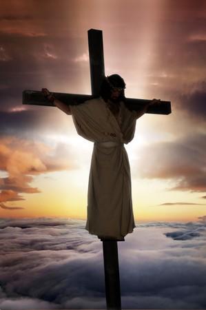 イエス サンバースト ・彼の後ろに雲と十字架のキリスト。 写真素材