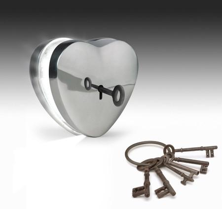arrepentimiento: clave de desbloqueo de un corazón de metal  Foto de archivo