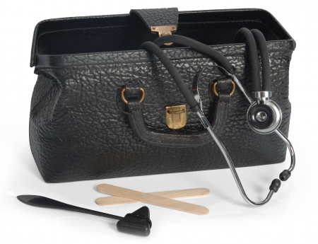 Open Vintage medical Bag mit Stethoskop, reflex Hammer und Zungenspatel