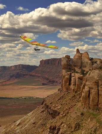 Fixed wing hang glider and pilot against spacious canyon landscape Imagens