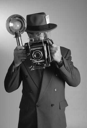 세로 가로 세로 비율로 1940 년대 스타일의 포토 저널리스트 스톡 콘텐츠