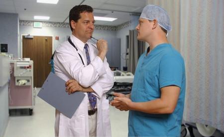 arts en chirurg raadplegen in verkoeverkamer