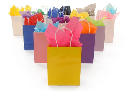 tejido: Bolsas de compra coloridos con papel de seda sobre un fondo blanco