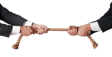 Tauziehen zwischen Geschäftsleuten  Standard-Bild