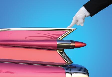 gant blanc: Auto Detailer donner une voiture de collection d'un test d'inspection gant blanc Banque d'images
