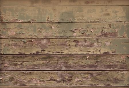 高齢者建物の水ぶくれが塗料と木製の穀物を示す苦しめられた木製の板