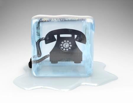 freddo: Telefono congelato in un blocco di ghiaccio