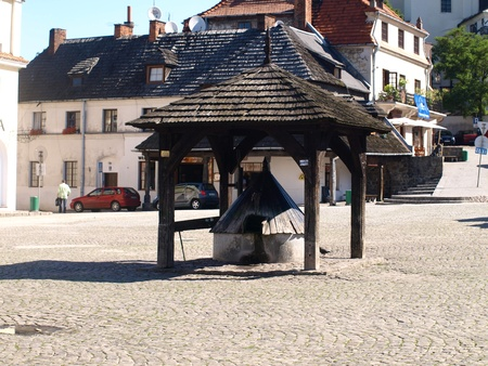 Old wooden well in Old Market Place in Kazimierz Dolny, Poland Stock Photo - 12849432