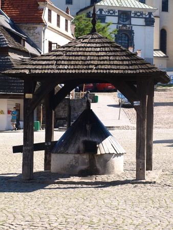 Old wooden well in Old Market Place in Kazimierz Dolny, Poland Stock Photo - 12849430