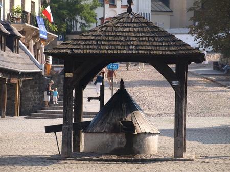 kazimierz dolny: Old well in Kazimierz Dolny, Poland
