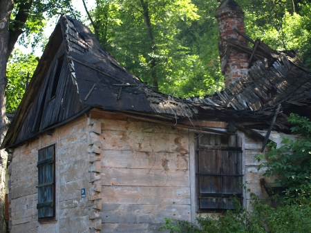 Old ruins of rural wooden house in Kazimierz Dolny, Poland Stock Photo - 13775727