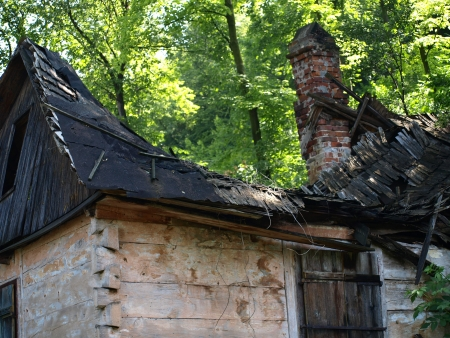 kazimierz: Old ruins of rural wooden house in Kazimierz Dolny, Poland