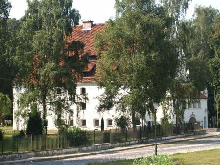 kazmierz dolny:  Kazimierz Dolny, Poland - August 15, 2010: Old granary - Exclusive hotel in granary in Kazmierz Dolny, Poland