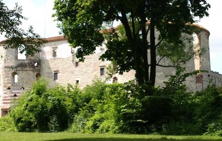 kazmierz dolny: Kazimierz Dolny, Poland - July 08  Stoned castle in Janowiec, near Kazimierz Dolny on July 08, 2013 in Kazmierz Dolny, Poland