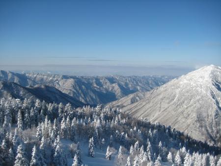 wintery snowy: mountain peak view at Takayama, Japan Stock Photo